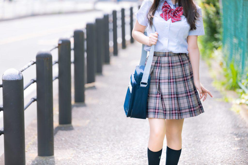 大人顔負けの容姿の女子高生