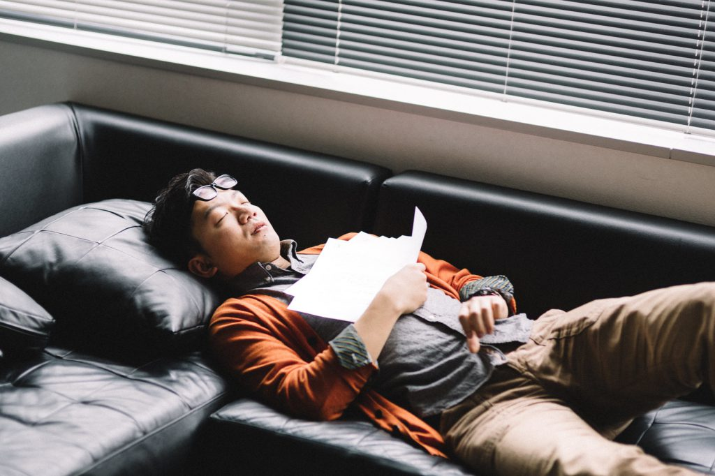 こんな寝方は、ストレスからも睡眠障害からも解放されない