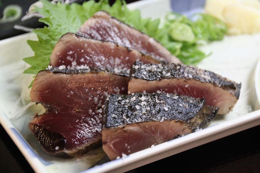 高知の郷土料理「カツオのたたき」は赤身を酸化させない料理
