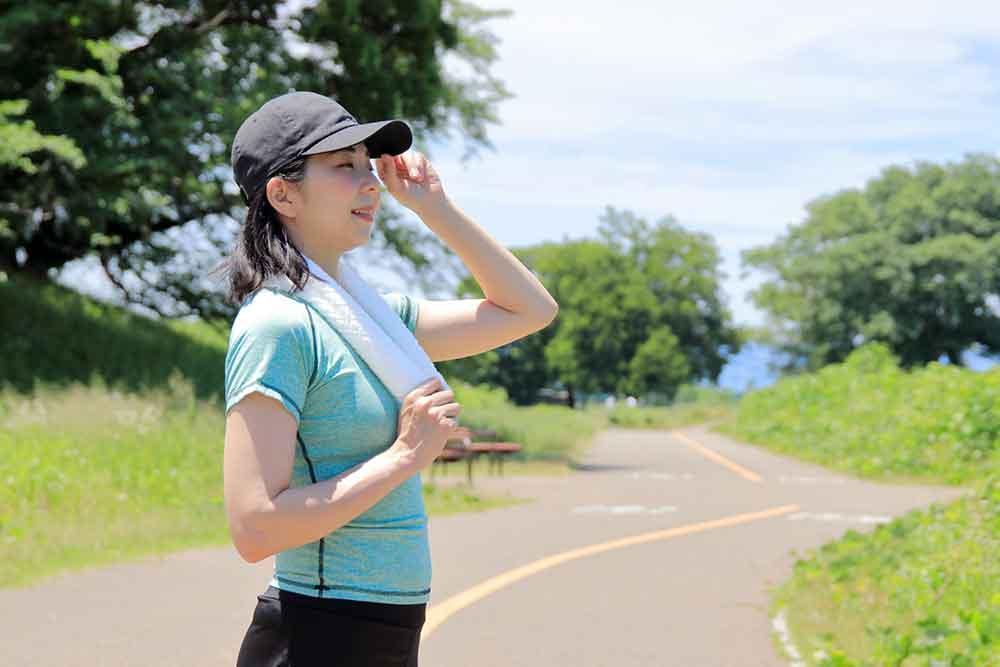 軽い汗をかくくらいの有酸素運動を取り入れると相乗効果がでて、上手に中性脂肪(TG)を減らすことができます